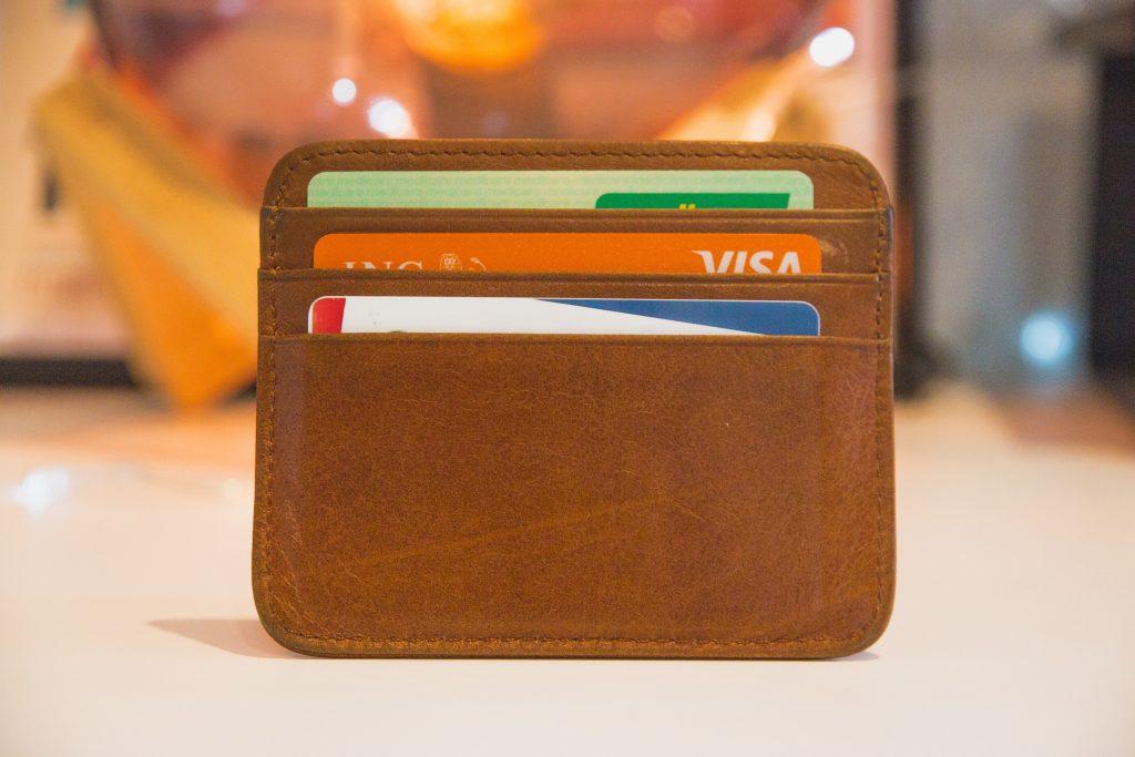 Какие банки предлагают самые выгодные дебетовые карты